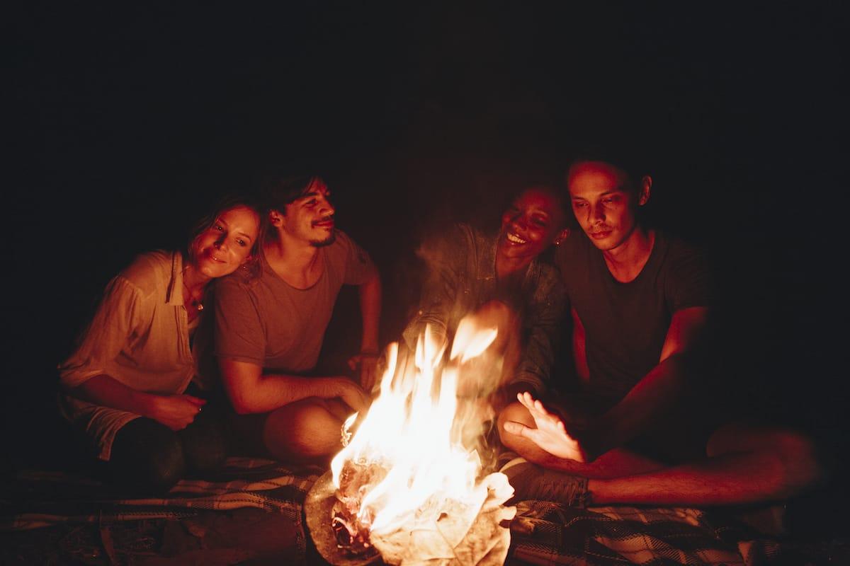 În jurul focului